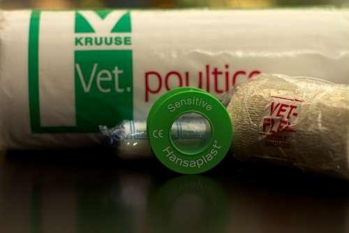 Verbandsmaterial gehört in jeden Erste-Hilfe-Kasten - (Foto: Martin Goldmann)