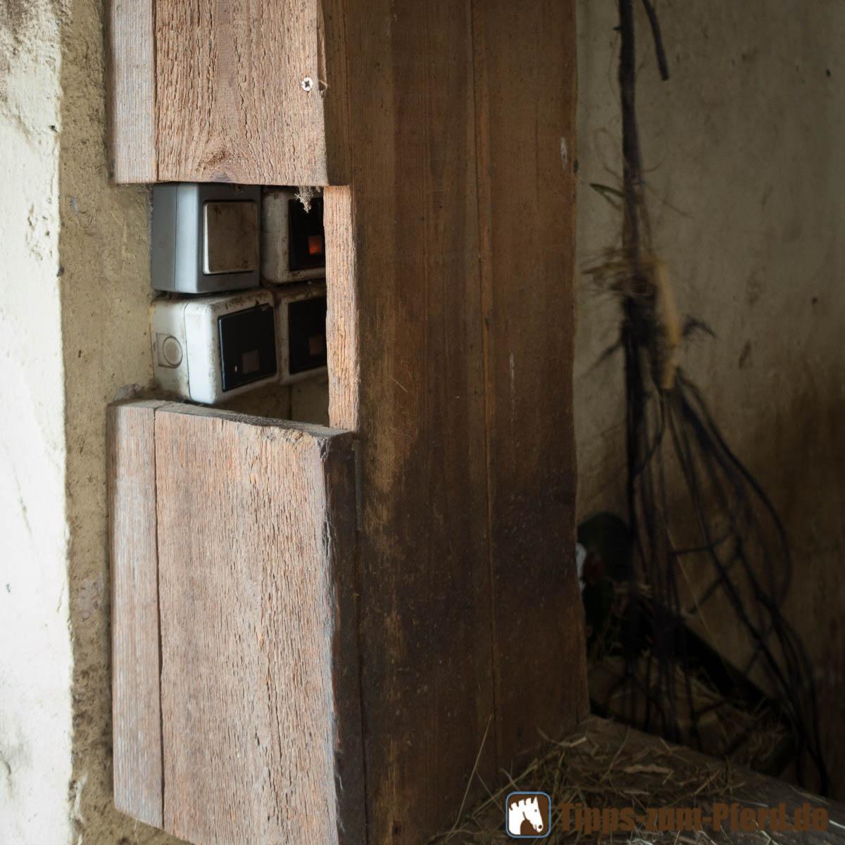 Hier sind Schalter und Elektrik gut vor Verbiss geschützt und gesichert