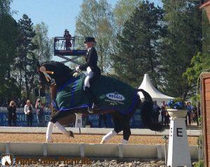 Jessica von Bredow-Werndl bei der Siegerehrung - (Foto: Franziska Goldmann)